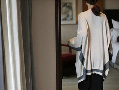 [当日出荷]チャーコール配色オーバーロングカーディガン肩、ネックラインヨリして見えるデザイン週ドア幅週間
