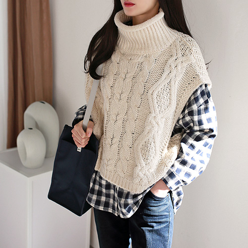 highneck knit vest